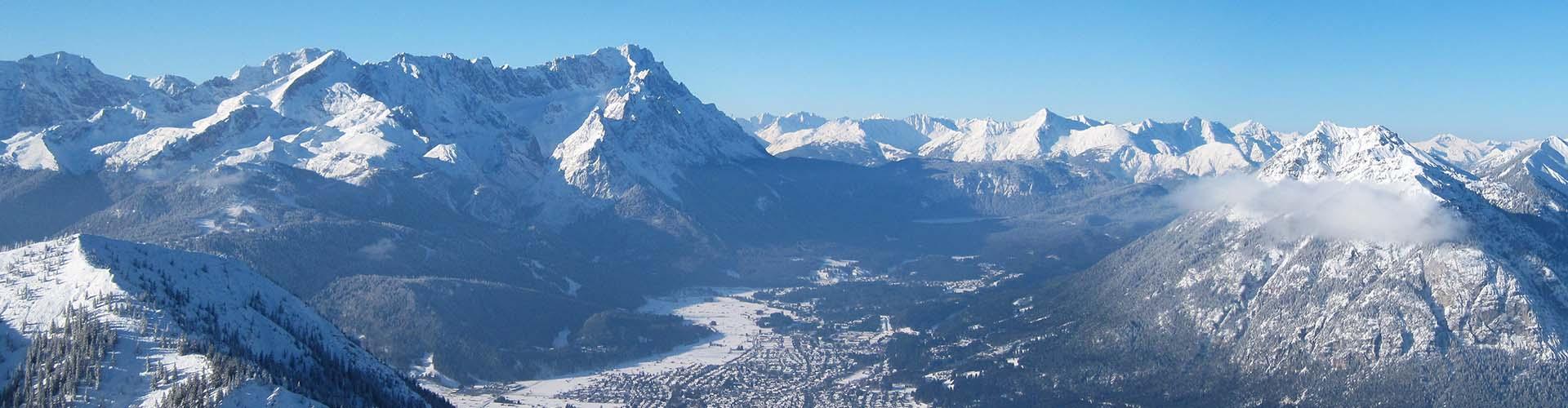 Blick vom hohen Fricken auf die Zugspitze im Winter