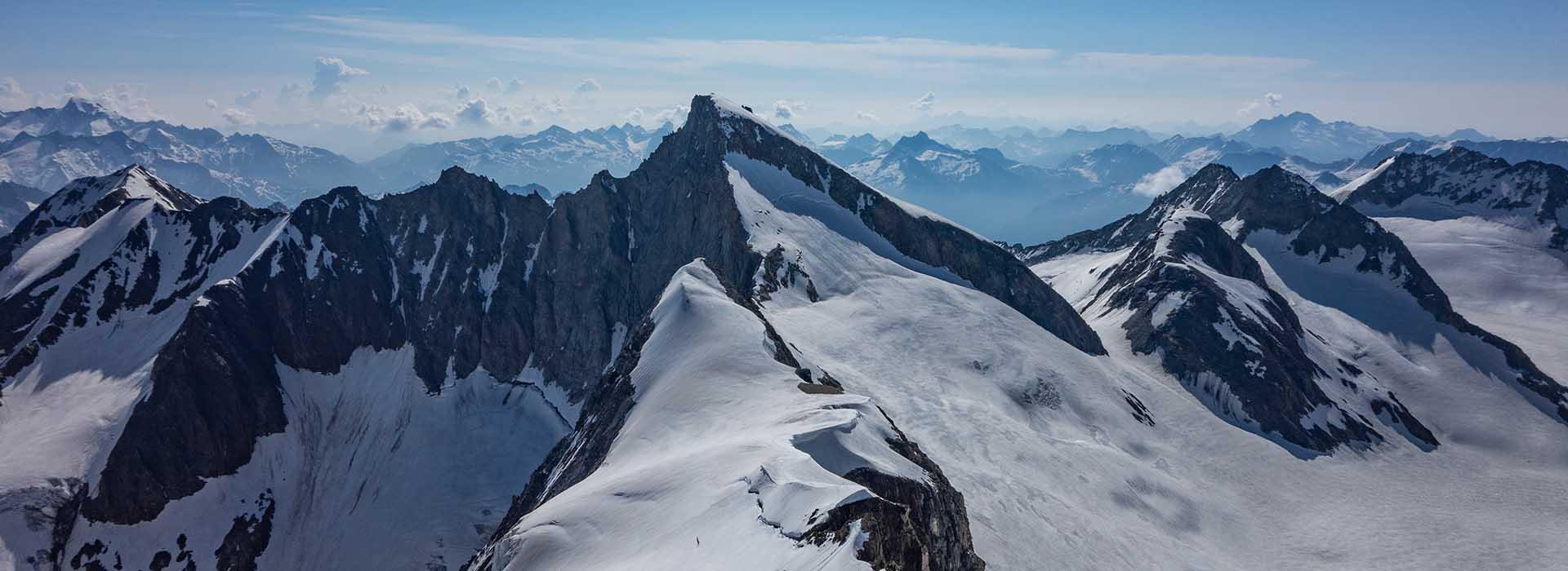Blick vom Studerhorn zum Oberaarhorn